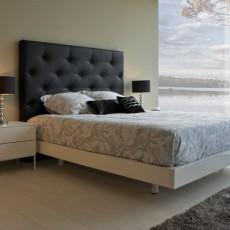 Dormitorio de diseño con mesitas de dos cajones