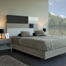 Dormitorio moderno con mesitas y aro cama color olmo