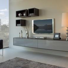 Mueble de salón colgado con cubos altos