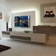 Mueble de salón colgado que combina el color olmo y moka