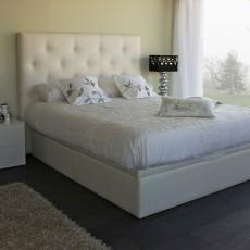 Dormitorio de diseño con canapé y cabezal tapizados