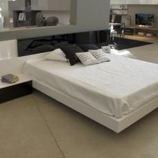 Dormitorio de diseño blanco y negro