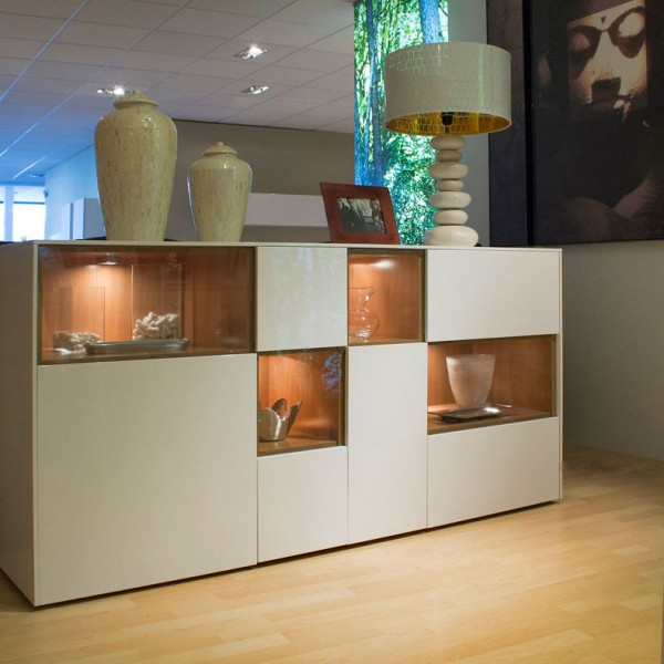 Aparador de diseño moderno con iluminación interior