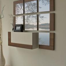 Recibidor de diseño con 7 espejos y un módulo con una puerta