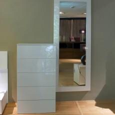 Conjunto de xinfonier de 5 cajones y espejo con marco blanco